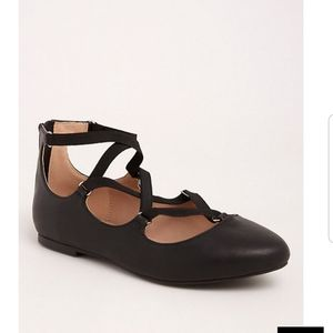 || TORRID || 8 Wide Black Strappy Almond Toe Flats